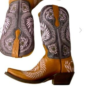 Lucches Boots size 7